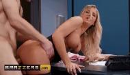 Porno pau grande metendo dentro na buceta da secretária boazuda